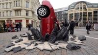 The_Grand_Tour_crashed_Toyota_Prius_10_800_600