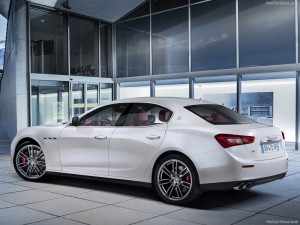 Maserati-Ghibli_2014_800x600_wallpaper_45
