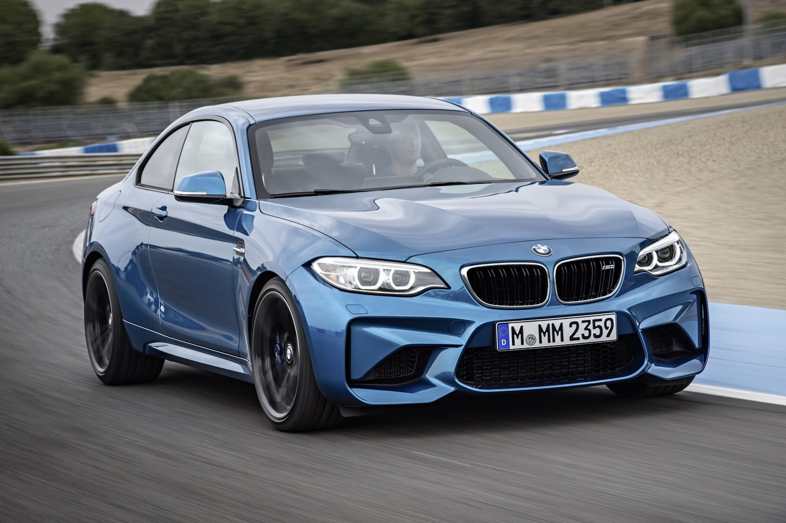 2017-BMW-M2-Coupe-16