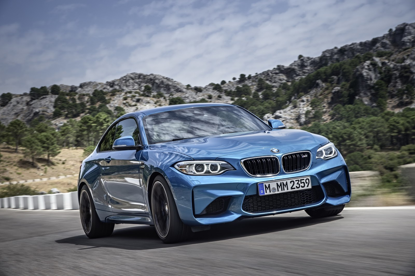 2017-BMW-M2-Coupe-26