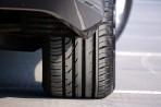 Zimní pneumatiky v létě opravdu nejsou dobrý nápad. Zvyšují spotřebu a hůře brzdí