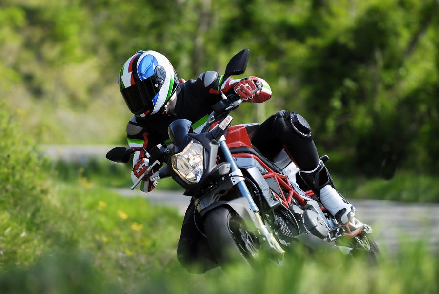 Nepodceňujte výběr moto pneu na sezónu