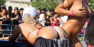 Top 10 sexy žen umývajících auto