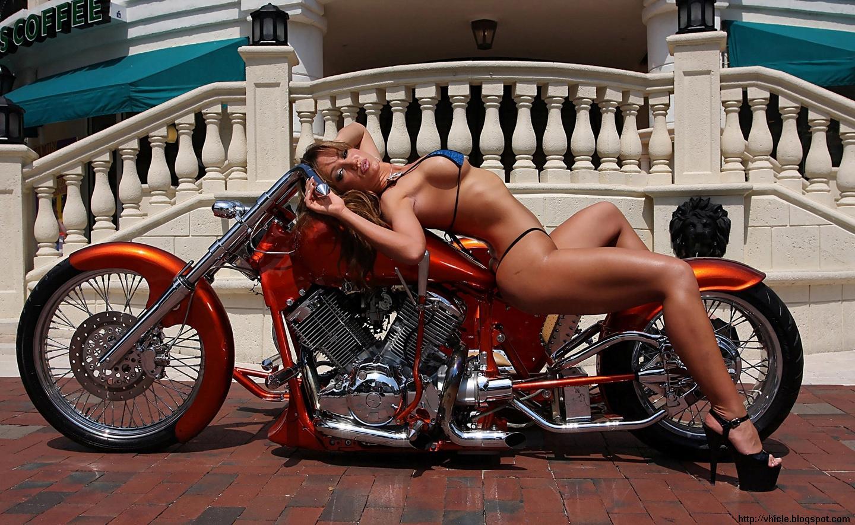 bikes-and-girls-wallpaper-1440x900-006