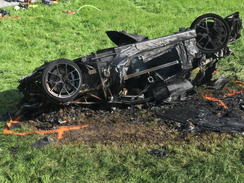 Ohořelé auto po nehodě