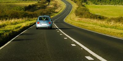 Při cestování autem můžete dělat hned několik věcí