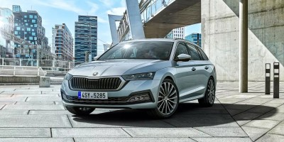 V čem je čtyřka lepší než trojka? Nová Škoda Octavia posouvá automobilku o kus dál!
